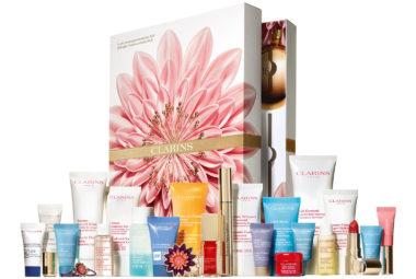 Le calendrier de l'avent beauté et maquillage Clarins réunit une multitude de produits de qualité